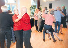 Valse, cha-cha-cha, rock'n'roll, les participants ont pu dévoiler leurs plus beaux pas de danse, samedi dernier, sur la piste du Café-Restaurant Le Tempo, à Yverdon-les-Bains. ©Michel Duperrex