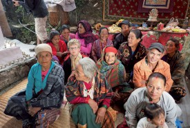 Ghurjung, durant la puja, lors de laquelle Antoine Bodmer a réalisé une offrande d'encens. ©Patrick Genaine