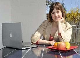 Isabelle Aeschlimann s'est lancé dans le défi de la table solaire. © Michel Duperrex