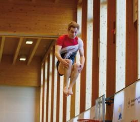Virevoltant: champion de Suisse en titre au saut, Justin Delay a réussi la performance de conserver son sacre à cet engin, le week-end dernier, malgré le stress. © David Piot