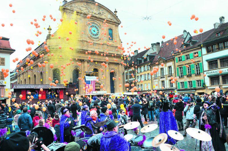 Près de 800 ballons ont été lancés dans le ciel, tous de la couleur de l'entreprise qui les a offerts, Concordia.© Michel Duperrex