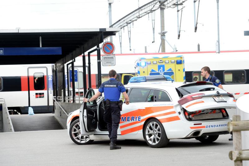 Les services de secours sont arrivés très rapidement à la gare. Les passagers du train impliqué dans l'accident sont descendus par l'arrière du convoi.  © Michel Duperrex