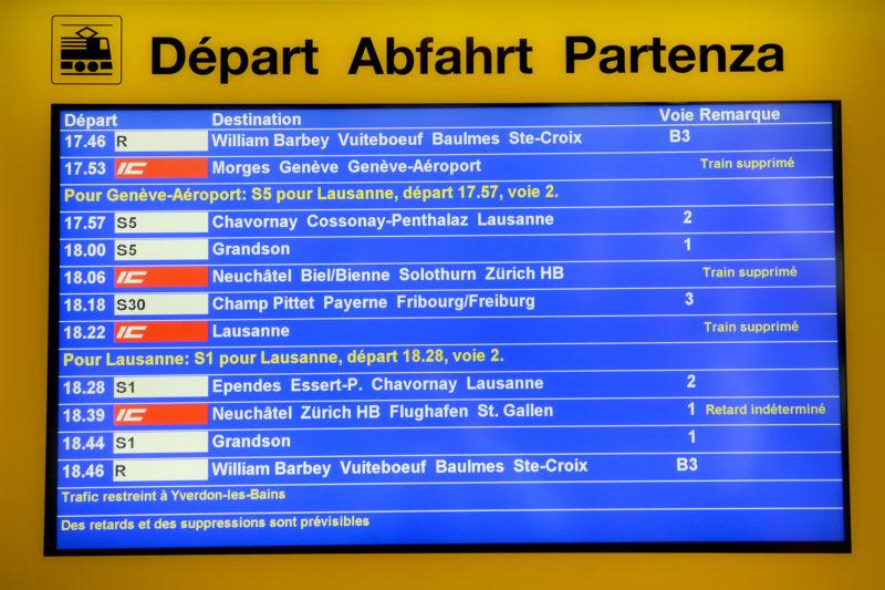Les trains Intercity ont été supprimés jusqu'en début de soirée, une fois les opérations d'enquête achevées.  © Michel Duperrex
