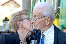 Antoinette et François Meystre ont célébré l'anniversaire de leur union samedi à La Petite Auberge à Bioley-Magnoux, entourés d'une trentaine de proches. © Michel Duperrex