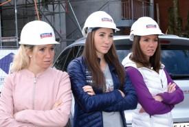 Selina, Aita et Elisa Gasparin ont dévalé les rues de Champagne, hier, à des fins promotionnelles. © Michel Duvoisin
