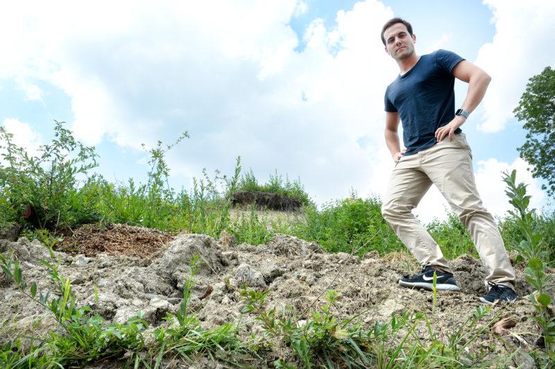 Le terrain longeant la route cantonale entre Rances et Mathod sera le nouveau terrain de jeux de Dimitrios Terzis, responsable scientifique à l'EPFL. C'est là qu'il va injecter, à intervalle régulier durant 18 jours, son bio-ciment.