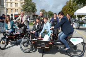 L'Office du tourisme d'Yverdon-les-Bains, le TCS, La Poste et la Commune, représentée ici par Carmen Tanner et Valérie Jaggi Wepf (devant), ont soutenu le projet.