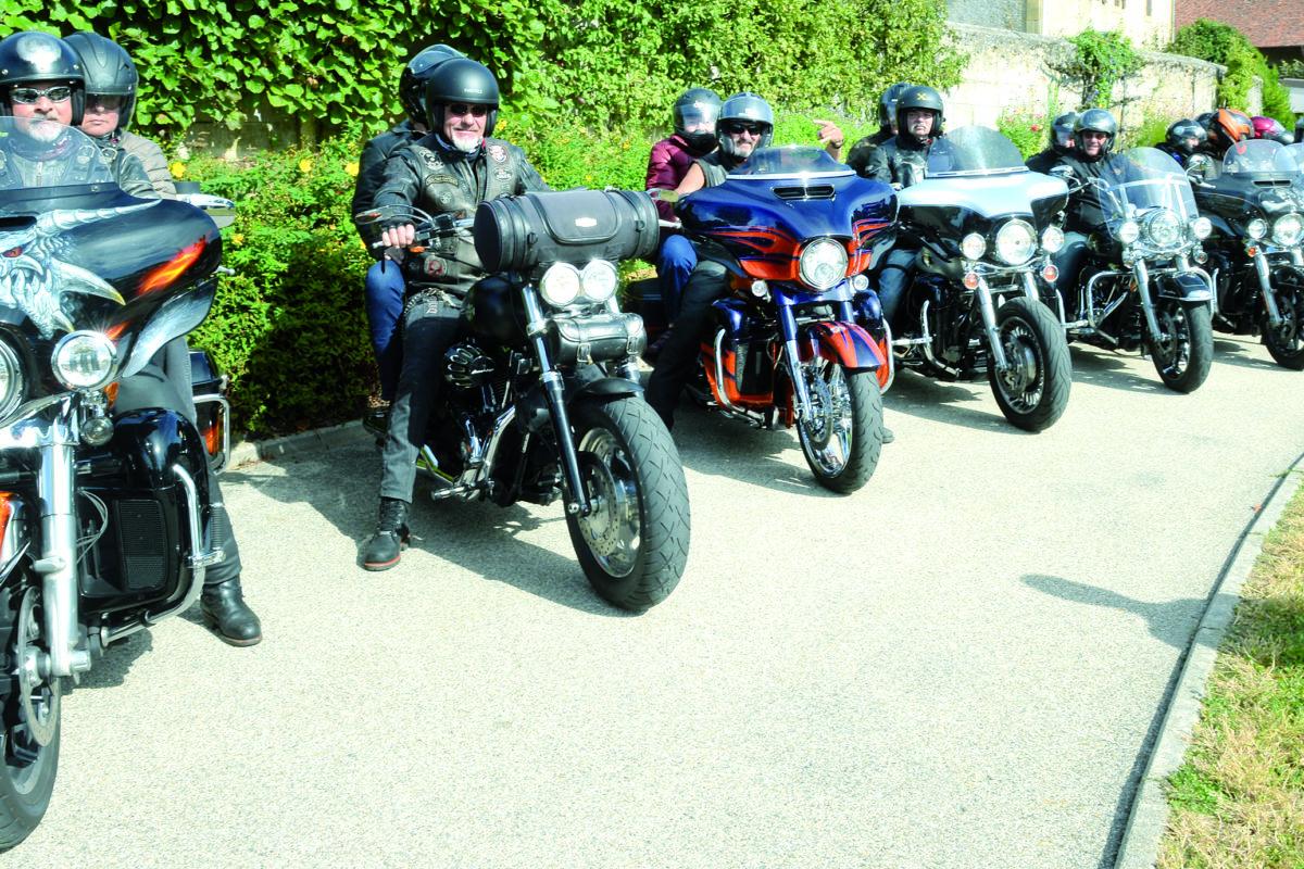 Les seniors se font la belle avec des bikers