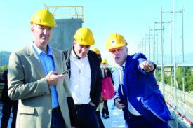 Eric Schnyder, directeur général, et son frère Jacques, directeur industriel de Sylvac, en compagnie du syndic Jean-Daniel Carrard.