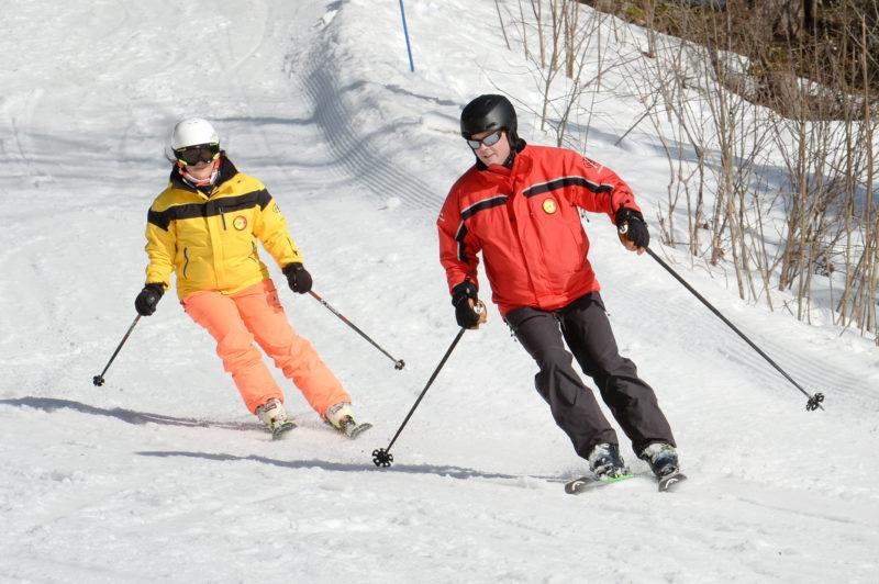 Chez les skieurs du GRSA, on parle des «rouges» pour évoquer les guides, et des «jaunes» pour qualifier les malvoyants.