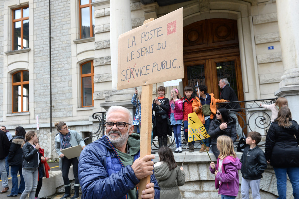 Trois cents manifestants unis pour sauver la poste
