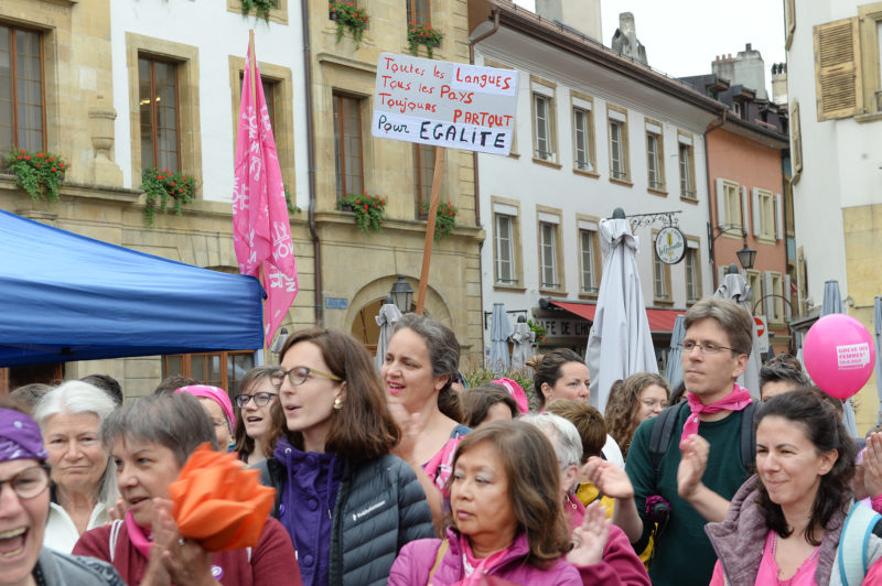 Les femmes ont été des centaines à descendre dans les rues à Yverdon-les-Bains, ce 14 juin 2019. © Michel Duperrex