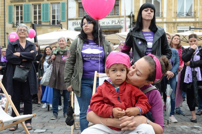 La place Pestalozzi était le point de ralliement des femmes, mais également des hommes solidaires. © Michel Duperrex