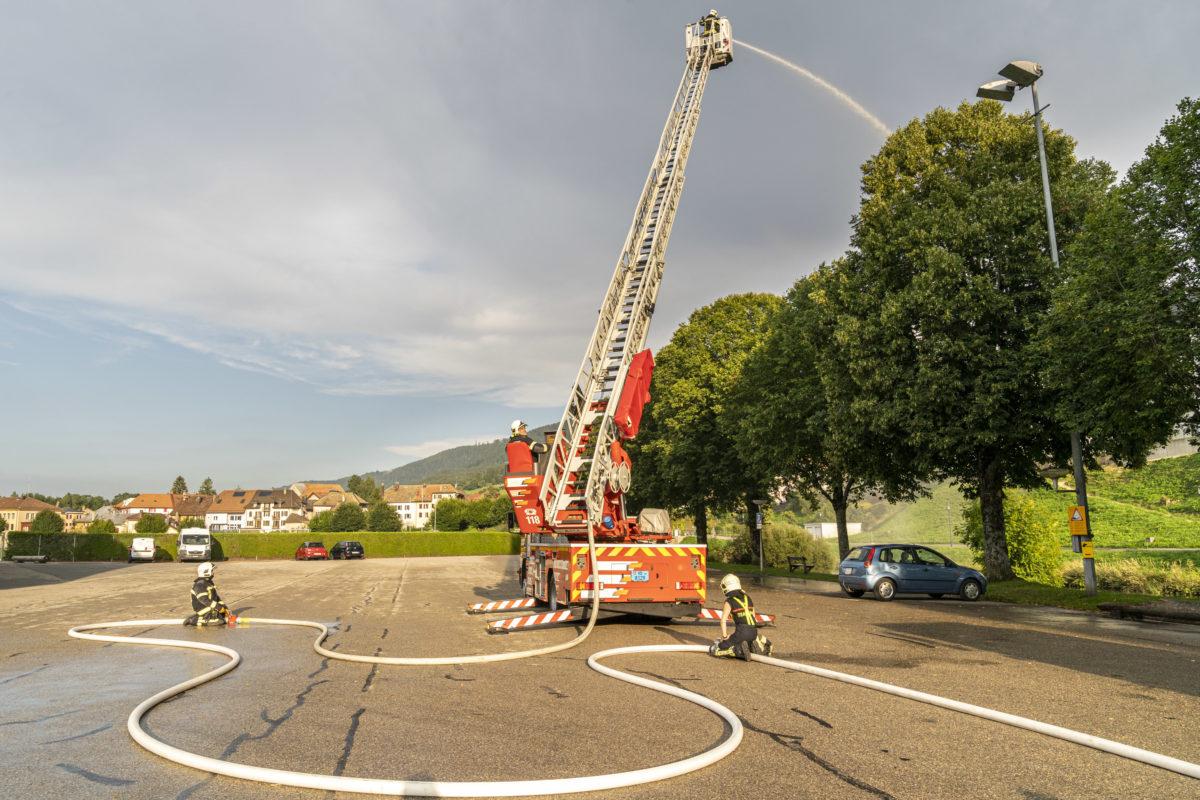 Les pompiers jouent de leurs charmes dans toute la Suisse