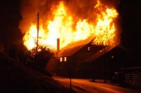 Le feu s'est propagé très rapidement, et les causes de l'incendie ne sont pas encore connues.
