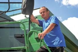 Samuel Chapuis, de Champvent, est en phase de conversion à l'agriculture bio. ©Carole Alkabes