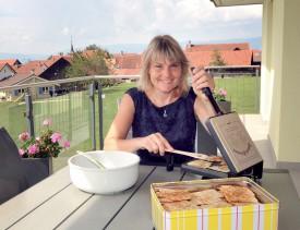 Véronique Durussel a préparé ses bricelets pour son repas de ce soir. ©Michel Duperrex