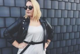 A l'aise devant l'objectif, la jeune femme de 28 ans se plaît à varier les poses. ©Simon Gabioud