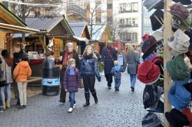 Les badauds ont été nombreux sur la «seconde» place du Marché de Noël.
