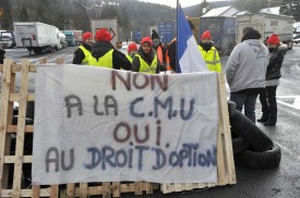 Les manifestants se sont relayés pour bloquer le passage des camions.