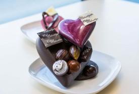 Pour la fête de la Saint-Valentin de demain, Christophe Bonzon a préparé de magnifiques pièces montées.