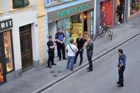 Les investigations de détail ont débuté avec l'arrivée des spécialistes de la Police de sûreté. ©Michel Duperrex