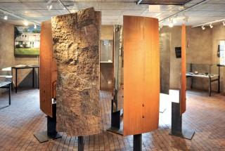 Les boucliers d'Etienne Krähenbühl ont investi le premier étage du musée. ©Carole Alkabes