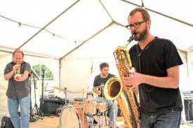 Le groupe Trio de poche a donné le premier concert dominical. ©Carole Alkabes