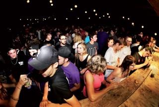 La foule était présente jusqu'au bout de la nuit. ©Gabriel Lado