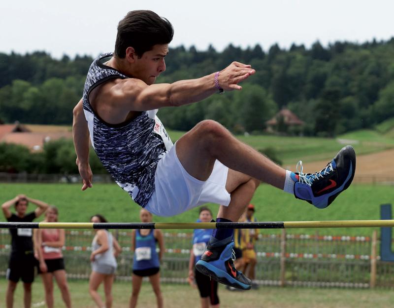 Un saut maîtrisé pour Nicolas Yerly, franchissant la barre des 1m50. ©Gabriel Lado