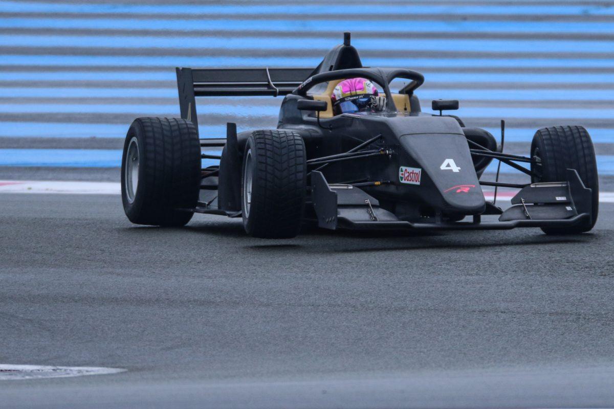 Léna Bühler au volant d'une Formule 3