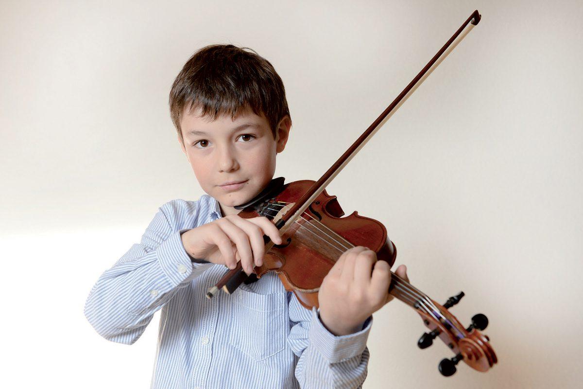 Il transmet de l'émotion avec son violon