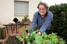 A la retraite, François Simonin partage son temps entre ses curatelles et son jardin. ©Michel Duperrex