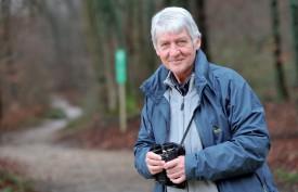 Si les jumelles restent un outil indispensable à l'ornithologue, la connaissance des cris des oiseaux joue un rôle crucial dans leur étude, particulièrement dans des zones difficiles d'accès comme les marais, relève Michel Antoniazza. ©Michel Duperrex