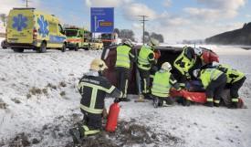 La désincarcération et les conditions météo ont contribué à l'intensité de l'intervention, mais le chauffeur n'a été que très légèrement blessé. ©Michel Duperrex