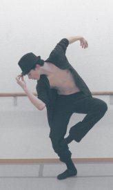 Nolan Millioud interprète le prince dans le ballet «Peau d'âne». ©Pierre Wyss