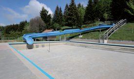 Rénovation ou démolition des infrastructures de la piscine? Le Conseil communal sainte-crix a validé un crédit d'étude de 30 000 francs afin de choisir la meilleure option. ©Jacquet-a