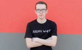 Au quotidien, Julian Débieux est plutôt timide et sérieux. Mais lorsqu'il s'agit de musique, il devient Julian White et n'hésite pas à faire péter les basses. ©DR