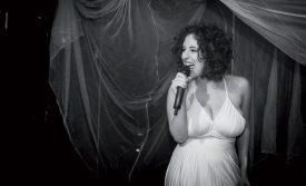 Hanna Gorani a joué la carte de l'émotion avec «Rouge», chanson qu'elle a écrite et interprétée. Elle était accompagnée de Lionel Varrin à la guitare. ©DR