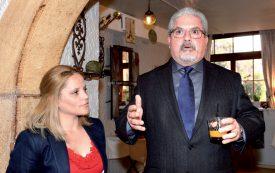 Arrivé de Berne accompagné de sa traductrice, l'ambassadeur Manuel Aguilera de la Paz s'est exprimé en espagnol. ©Michel Duperrex