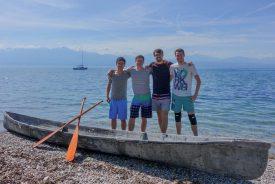 Les quatre Nord-Vaudois de l'équipe avec (de g. À dr.): Sacha Laffely (Vallorbe), Damien Scantamburlo (Yverdon-les-Bains), Benoit Corday (Valeyres-sous-Montagny) et Adrien Jeckelmann (Vugelles-La-Mothe). Avant d'affronter une cinquantaine d'universités sur le Fühlinger See, les quatre étudiants se sont entraînés avec leur team sur le lac Léman. ©Charles Baron