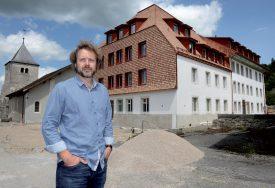 Le directeur de la fondation, Jean-Daniel Fuehrer, se réjouit d'accueillir à nouveau des hôtes à La Croisée de Joux. ©Michel Duperrex