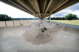 Les 3000 m2 de l'ancienne piste de bicross d'Yverdon-les-Bains seront terrassés d'ici au 15 septembre. Deux terrains de sport pourraient y voir le jour. ©Michel Duperrex