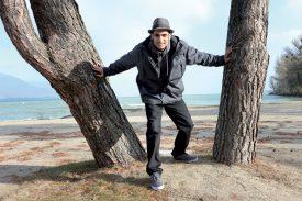 Le Fils de la Terre a retrouvé des racines après son combat contre la schizophrénie. Originaire du Gros-de-Vaud et ayant habité Lausanne, il a trouvé le bon compromis entre la ville et la nature à Yverdon-les-Bains. ©Michel Duperrex