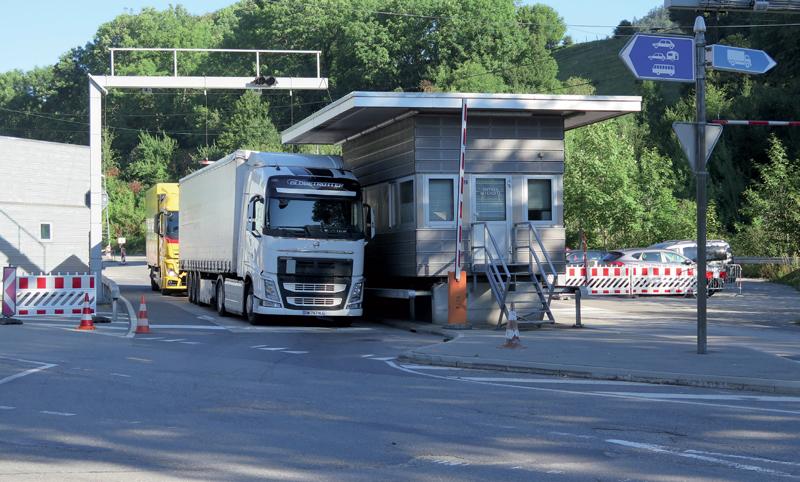 Bureaux aux postes frontaliers la douane revient sur sa décision