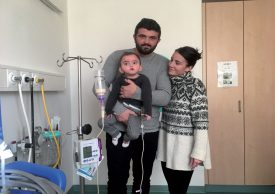Le petit Kelyan Berisha, entouré par son papa Rexhe et sa maman Marine, à l'Hôpital d'Yverdon-les-Bains. ©Berisha