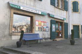 L'auteur du brigandage au kiosque de la Place, à Grandson, s'est enfui en direction de la rue Basse. Il a été interpellé dans la soirée. ©Agosta