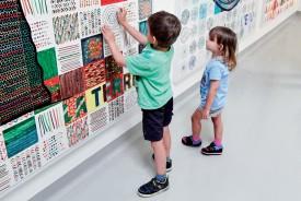 La créativité des enfants permettra d'embellir le couloir conduisant à la nouvelle cafétéria de l'entreprise. ©Pierre Blanchard
