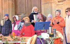 L'Ecole Rudolf Steiner a lancé les festivités en musique. Afin de nous faire patienter jusqu'à Noël, plusieurs chanteurs donneront un concert sur la place Pestalozzi. ©Carole Alkabes