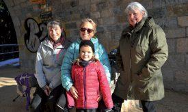 Durant sa marche au Day dimanche dernier, Pascale Madelon était entourée de sa petite-fille Eulany, d'Angelica Bersano (à g.) et de Jeannine Jaquet (à dr.). ©Carole Alkabes
